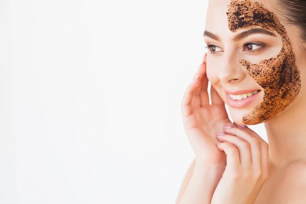 Como usar o esfoliante para recuperar a sua pele