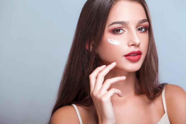 O creme dos olhos é importante no ritual de beleza?