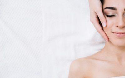 Como fazer uma massagem facial